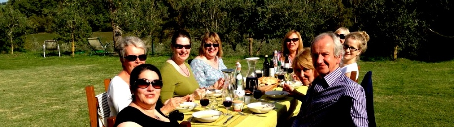 Eating lunch in the sunshine on our Tuscan foodie holiday